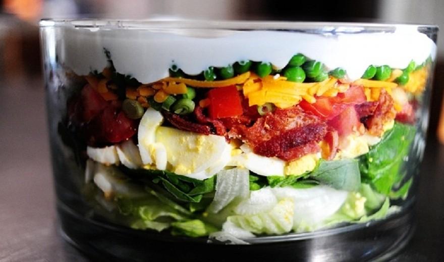 Слоеный салат «Айсберг»