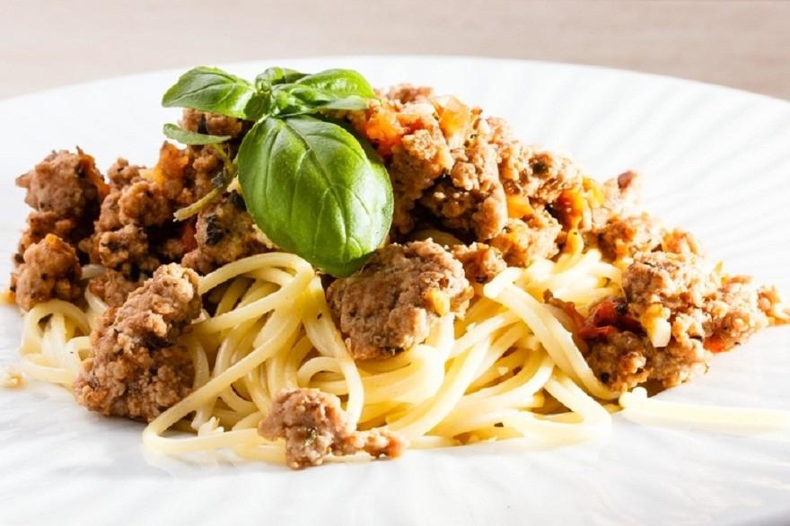 Спагетти с мясом и орехами