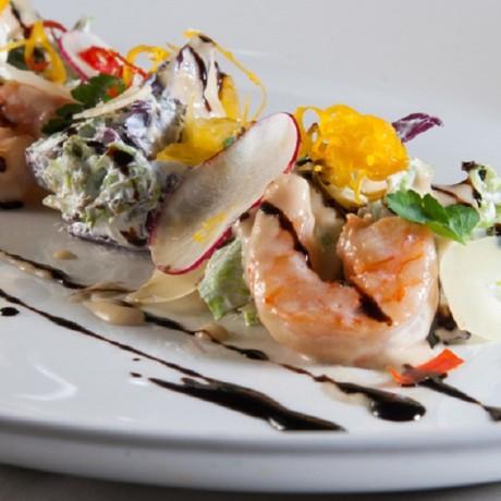 Салат Хориатики с салатом и креветками