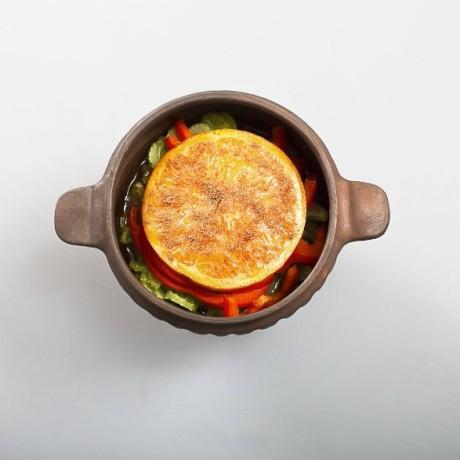 Телятина с апельсинами и перцем в горшочке