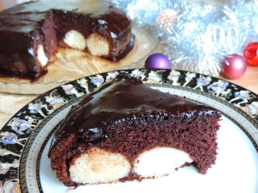 Рецепт: Шоколадный пирог с шариками из творога