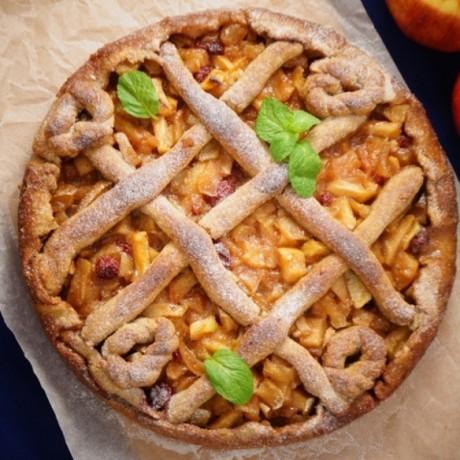 Яблочно-медовый пирог с клюквой