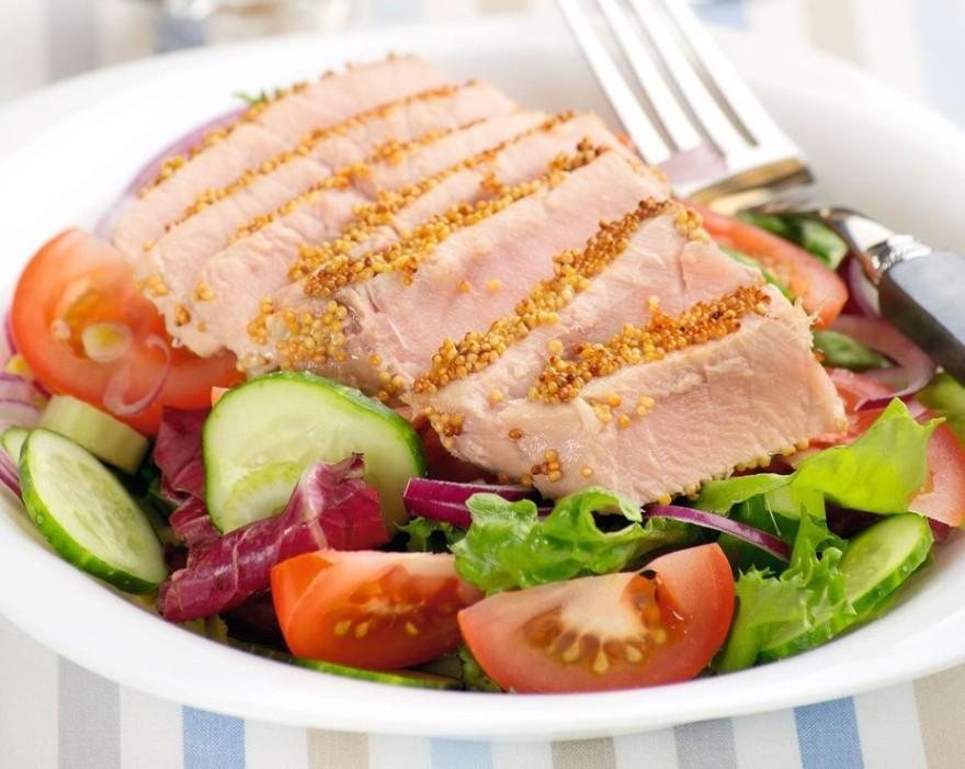 Салат с тунцом в панировке