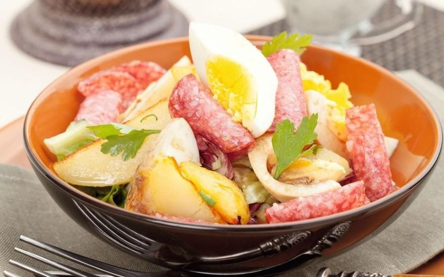 Салат с салями и картофелем