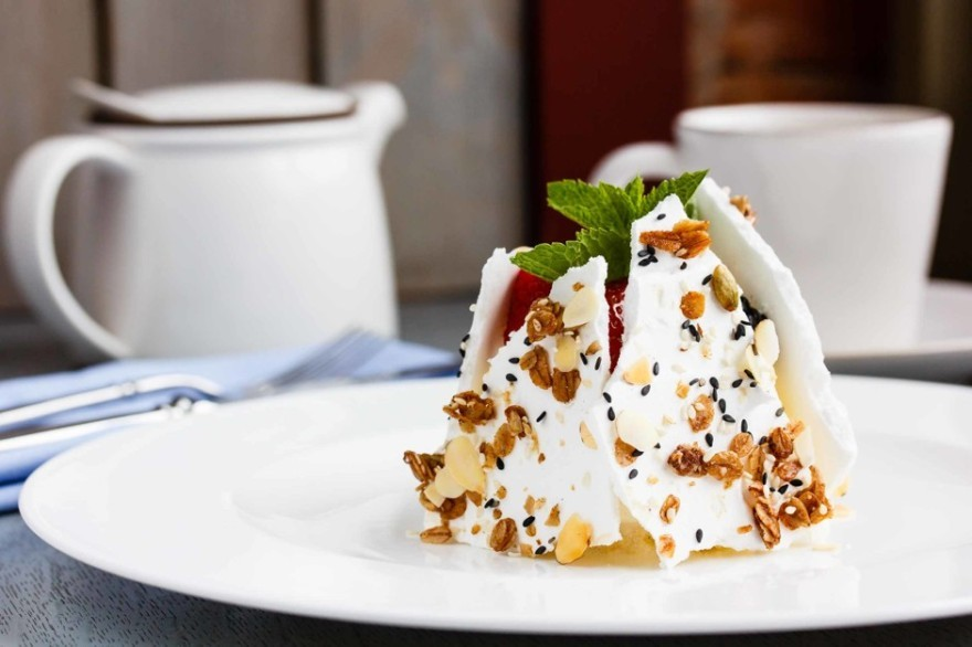 Десерт Pavlova  с ягодами