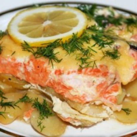 Брюшки лосося с картошкой в духовке