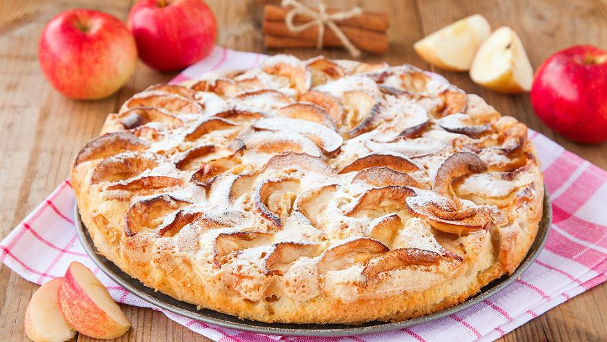 Рецепт: Классическая шарлотка с яблоками в духовке